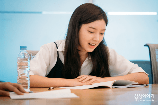 "Actress Chae Seo Jin script reading for ""Positive Physique""/ Image Source: Samsung"