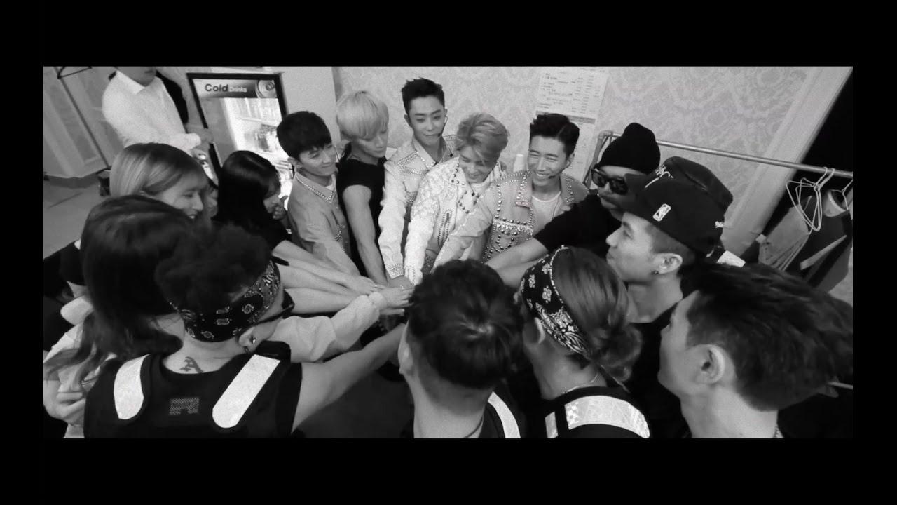 Sechs Kies y copia de seguridad de los bailarines detrás del escenario, mientras se preparan para celebrar los 16 concierto de reunión / imagen de la fuente: YG Entertainment