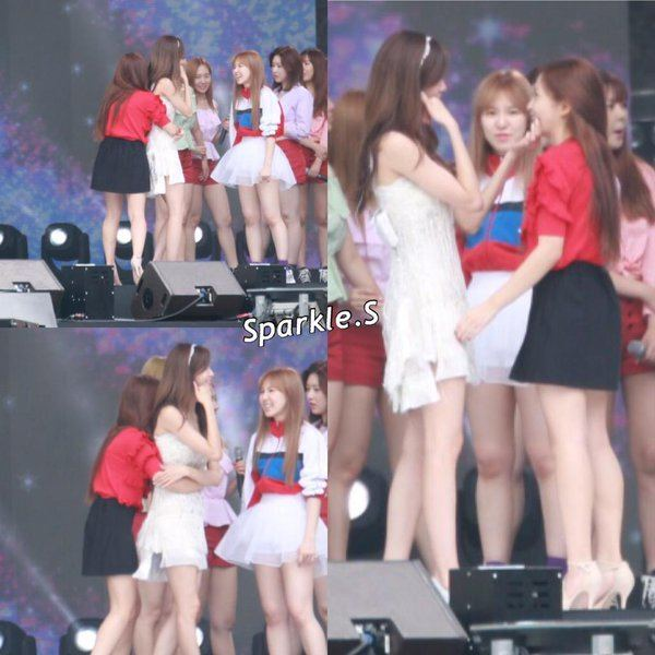 Adorable picture of Yeri giving Yoona a back-hug on stage.