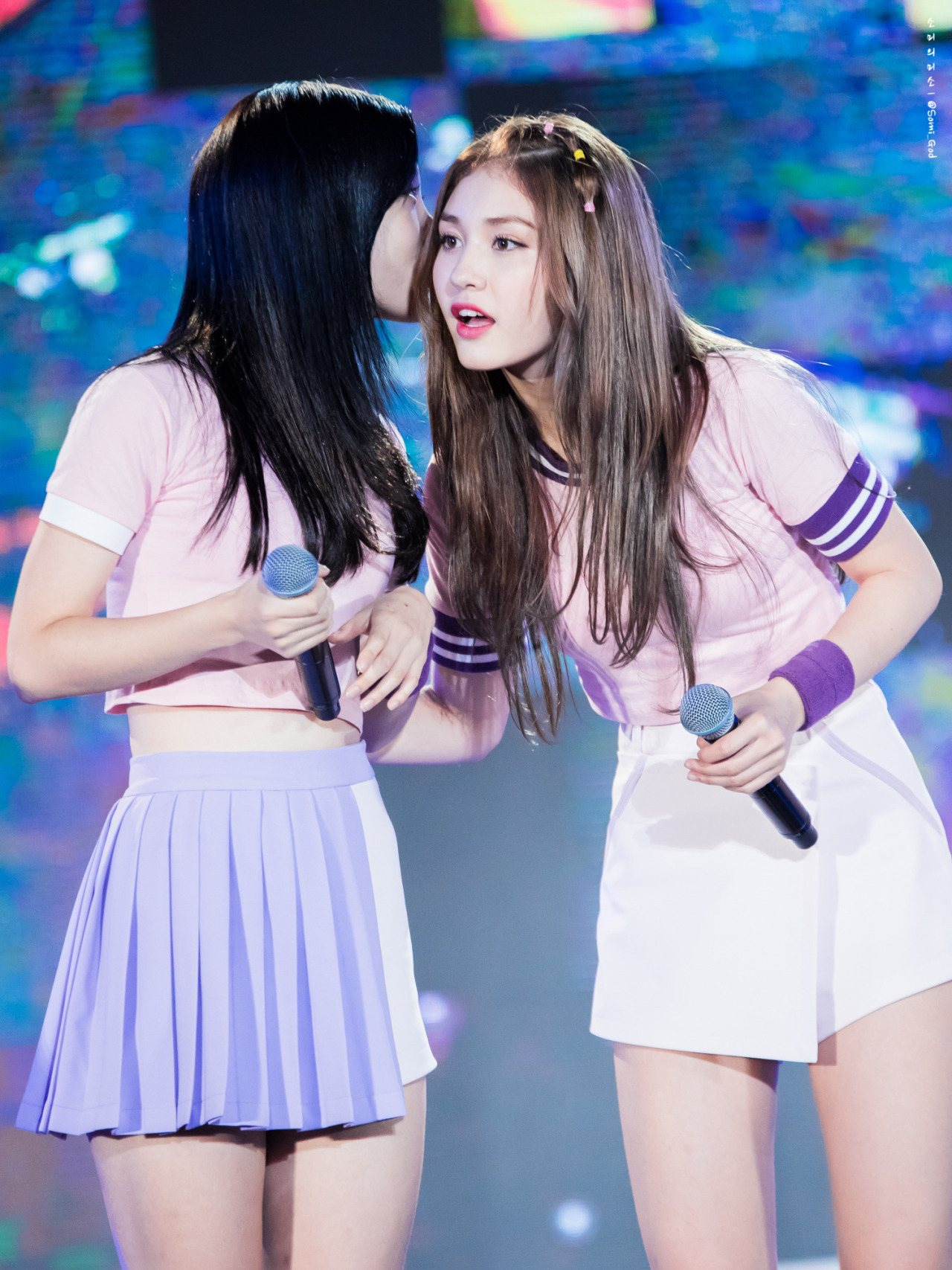 ioi-jeon-somi-and-chaeyeon