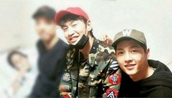 Lee Gwang Soo and Song Joong Ki hospital visit