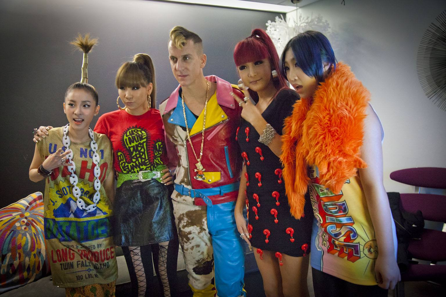 2NE1 pose with Jeremy Scott backstage.