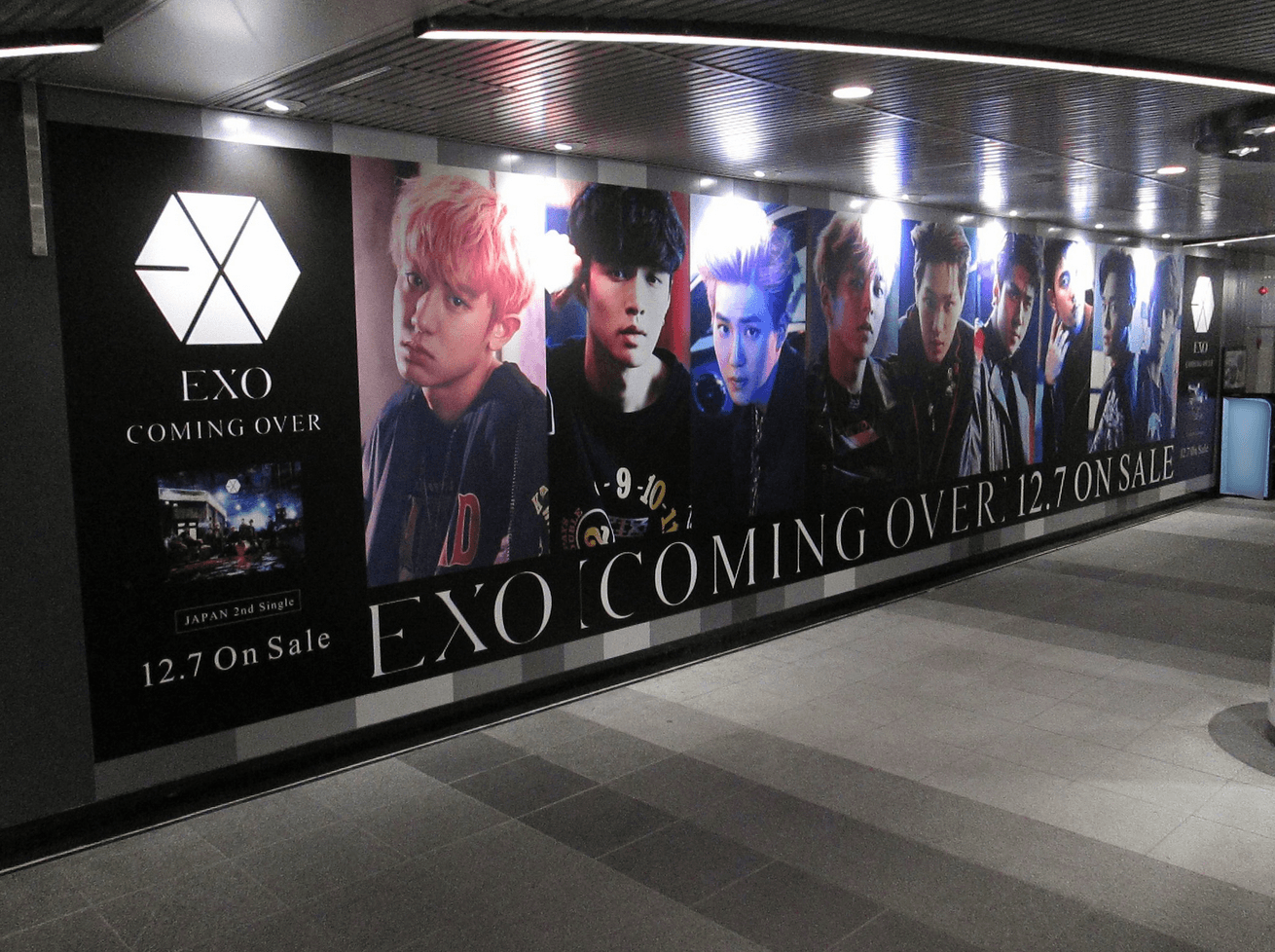 """EXO promotes """"Coming Over"""" album in Japanese Subway Station/ EXO-JP"""