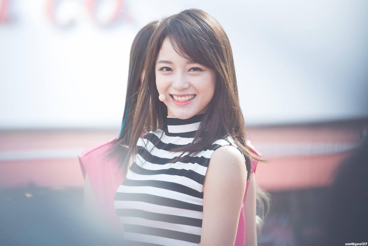 Kim Sejeong smile.