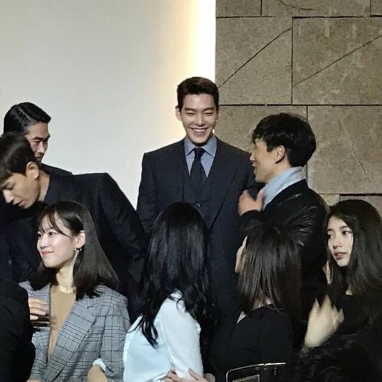 The good relationship among the former cast of Uncontrollably Fond is evident in this picture. / Image source: Dispatch