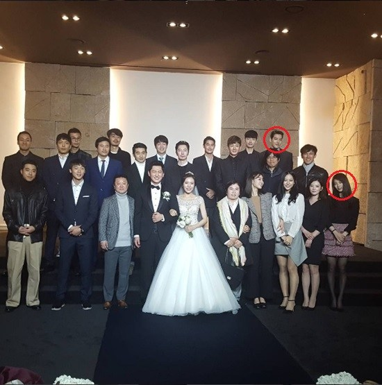 Many actors and actresses came to bless the happy couple on their wedding day. / Image source: Dispatch