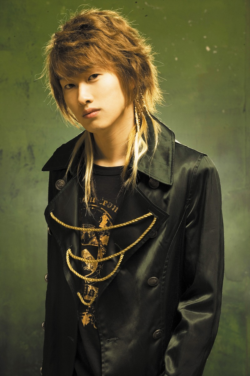 """Eunhyuk sports the """"shaggy cut"""" which is a milder and more natural version of the wolf hair cut."""