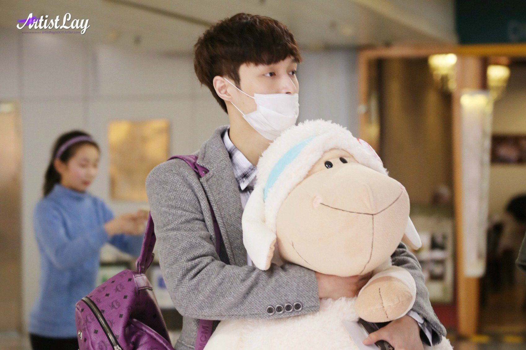 14 Times Idols Made Fans Jealous Of Their Stuffed Animals