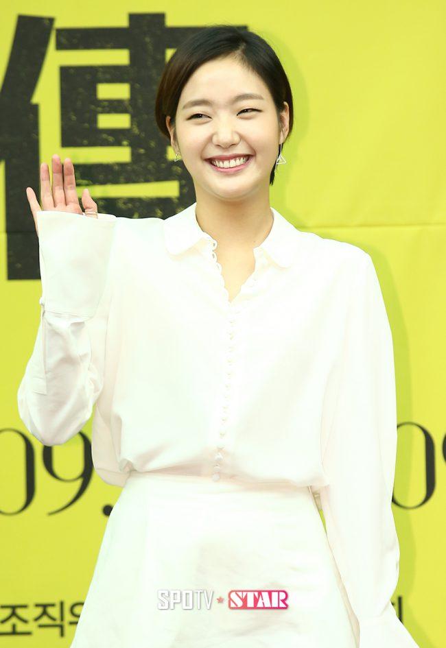 Kim Go Eun1