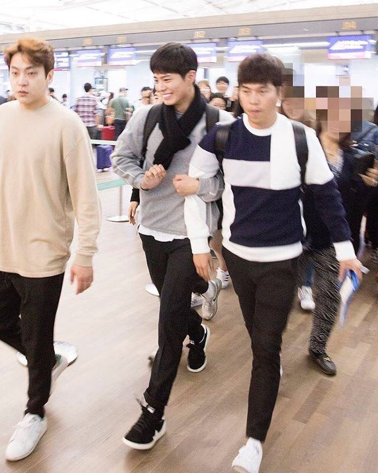 Bogum's all smiles linking arms with his manager.
