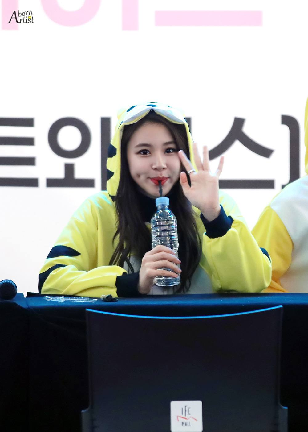 chaeyoung-dimples-1