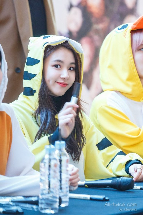 chaeyoung-dimples-2