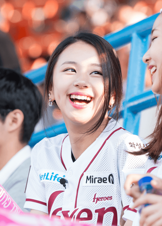 chaeyoun smiling in photo