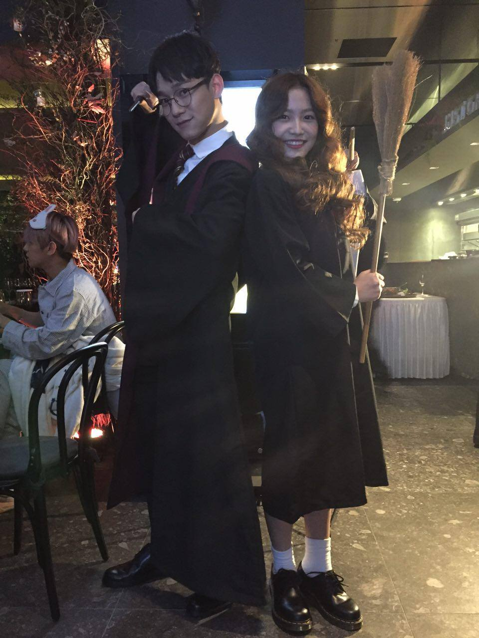 EXO's Chen and Red Velvet's Yeri in Harry Potter cosplay at the SMTOWN Halloween Party. / Source: SMTOWN Facebook