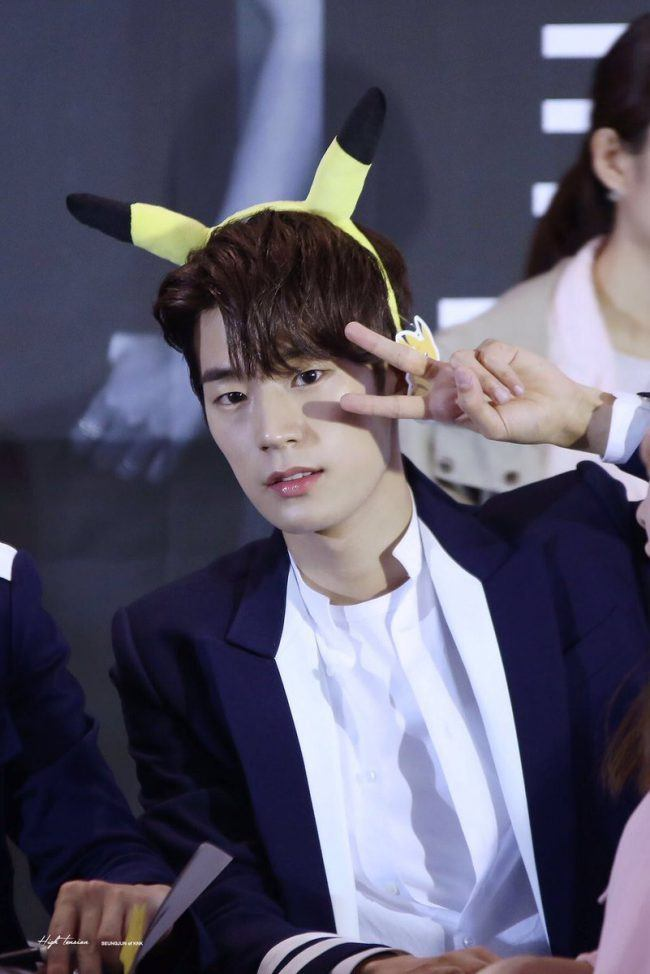 Seungjuns cute headband is a constant accessory at fan meets
