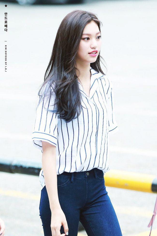 Doyeon looks casual yet classy in a striped short sleeved blouse tucked into jeans./ Source: fy doyeon