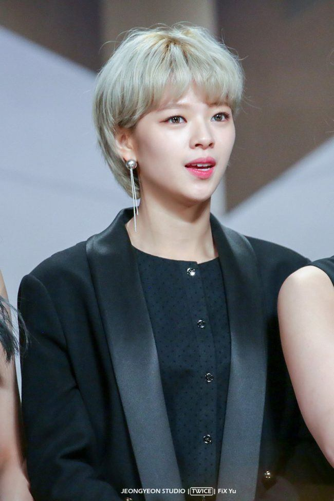 Jeongyeon's hair forms a cute C shape when it's growing !