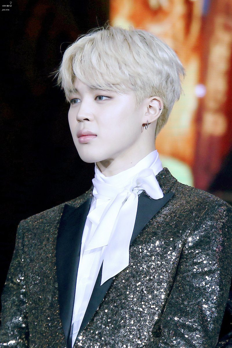 Jimin can go from adorable to intense in the blink of an eye / Source: fy-jiminnie