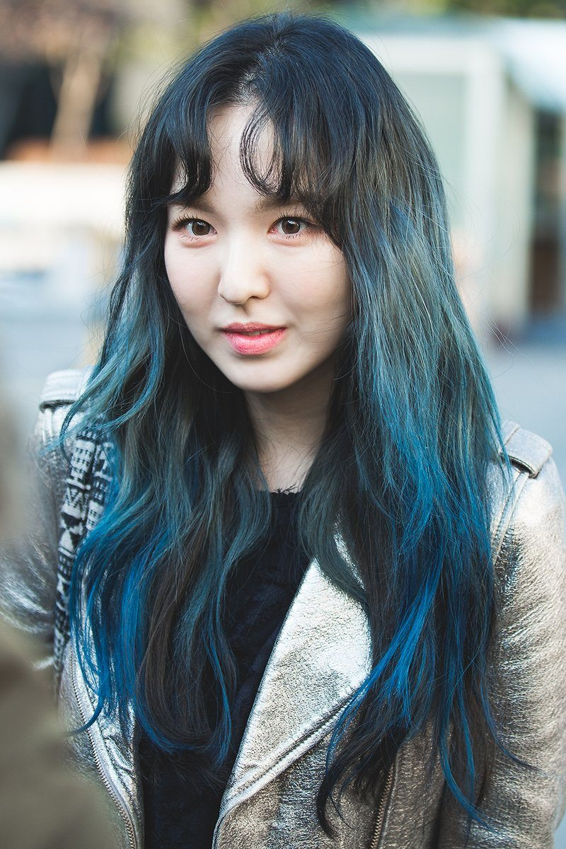 red velvet s wendy just took her debut blue hair to a new