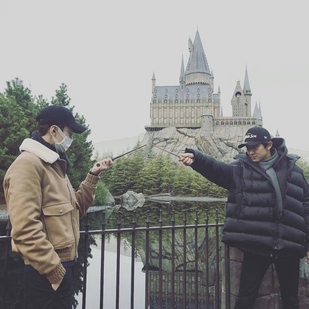 EXO's Sehun & Chanyeol challenge each other to a wizard duel