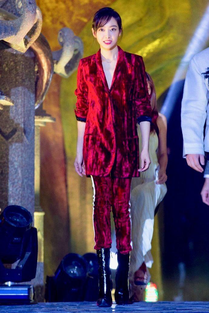 f(x) Victoria - Red Velvet 10