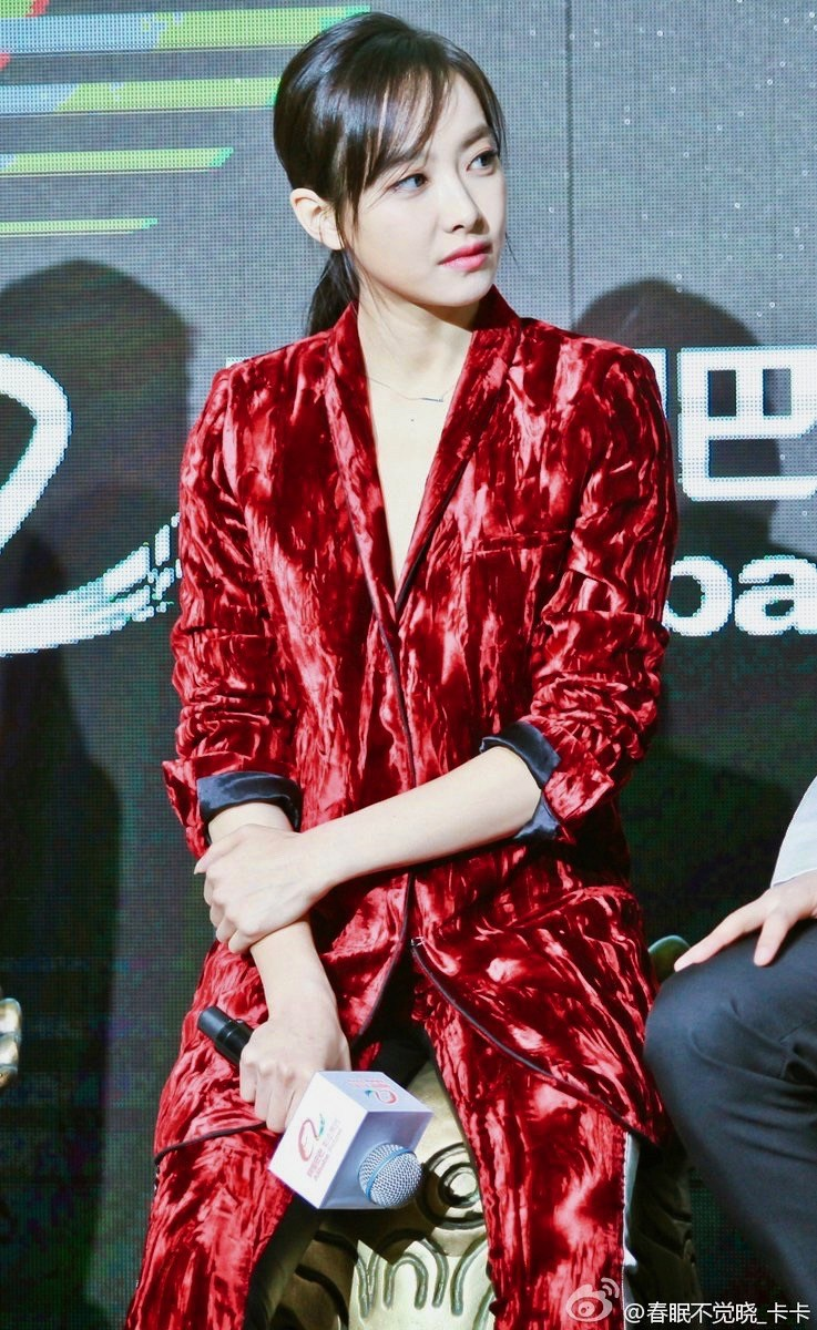 f(x) Victoria - Red Velvet 14