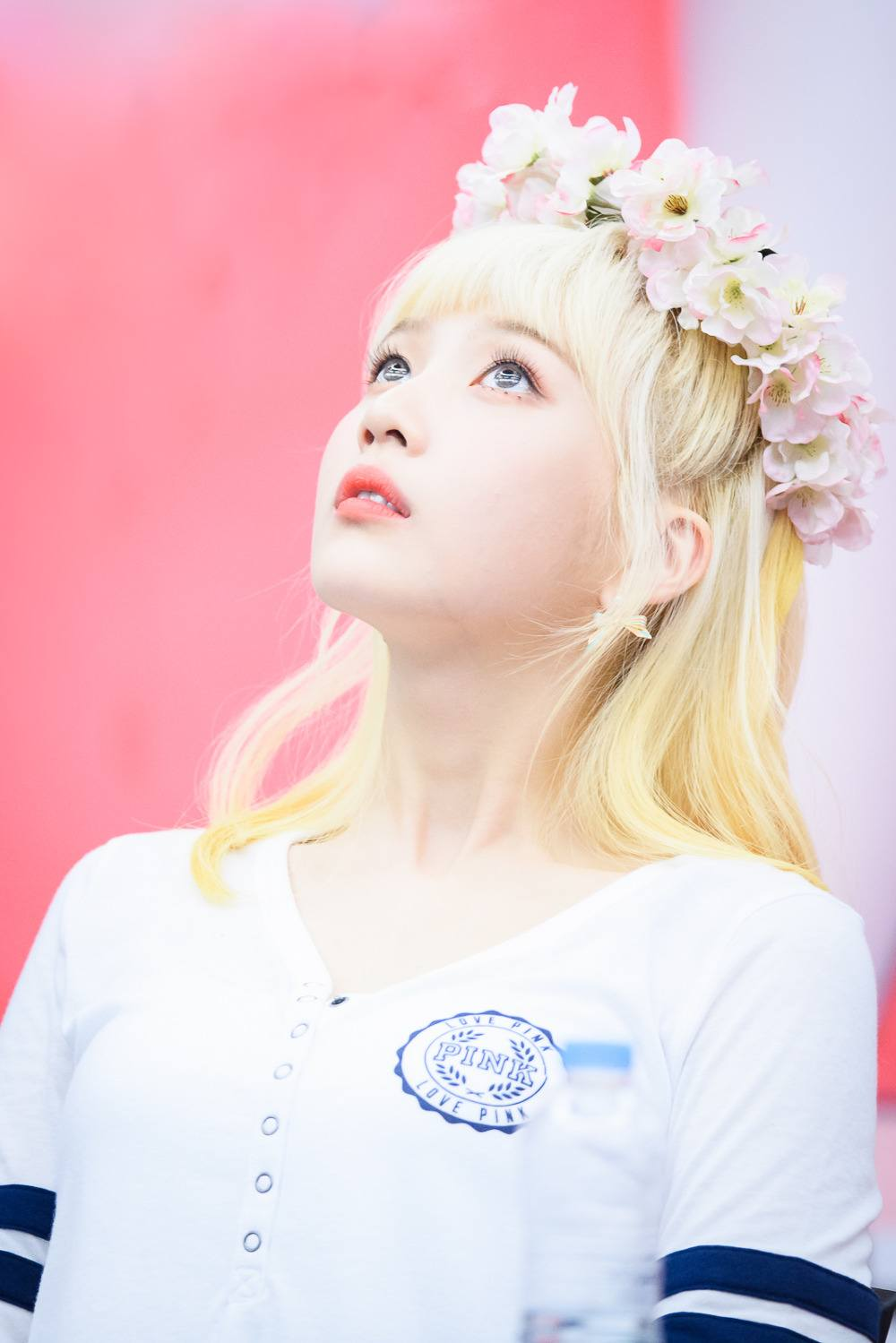 Red Velvet Joy Spotted With Platinum Bloinde Hair And Blue Eyes