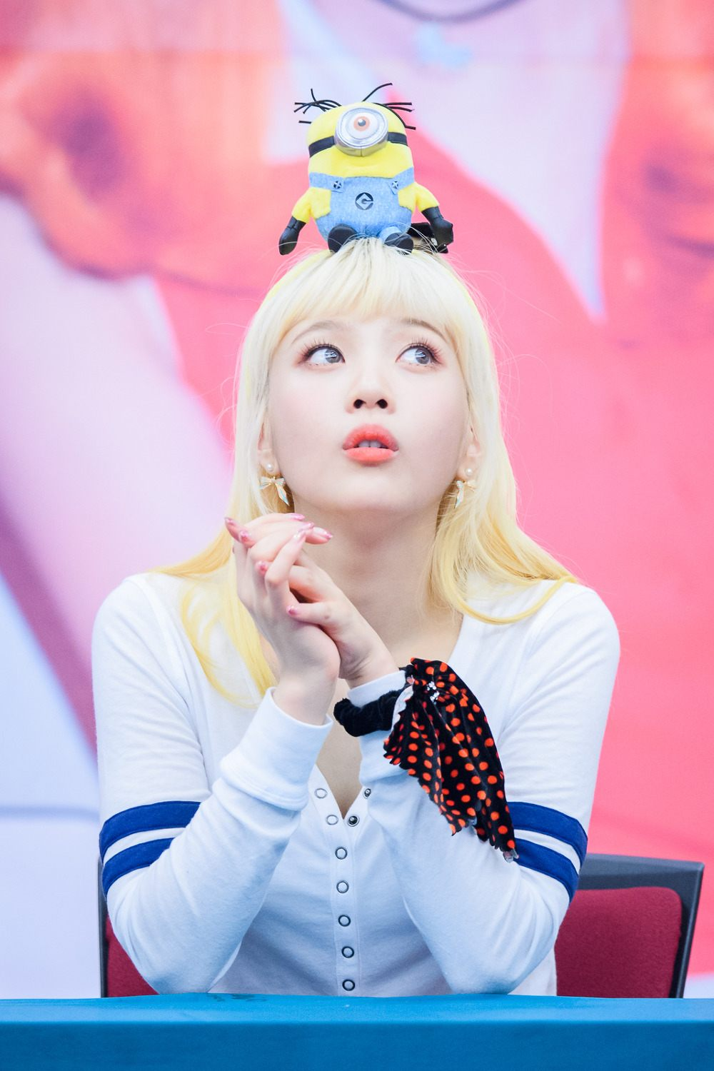 Red Velvet Joy Spotted With Platinum Bloinde Hair And Blue