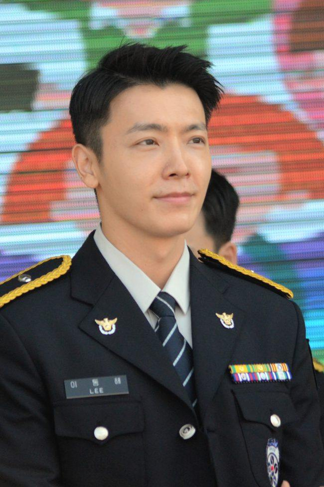 Imagine seeing Donghae in your town serving as a police!