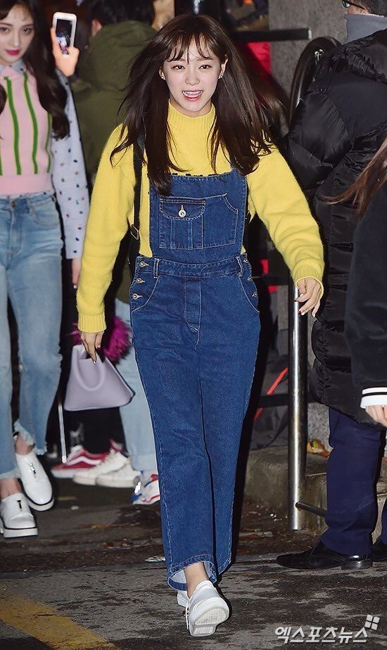 Sejeong walking to rehearsals