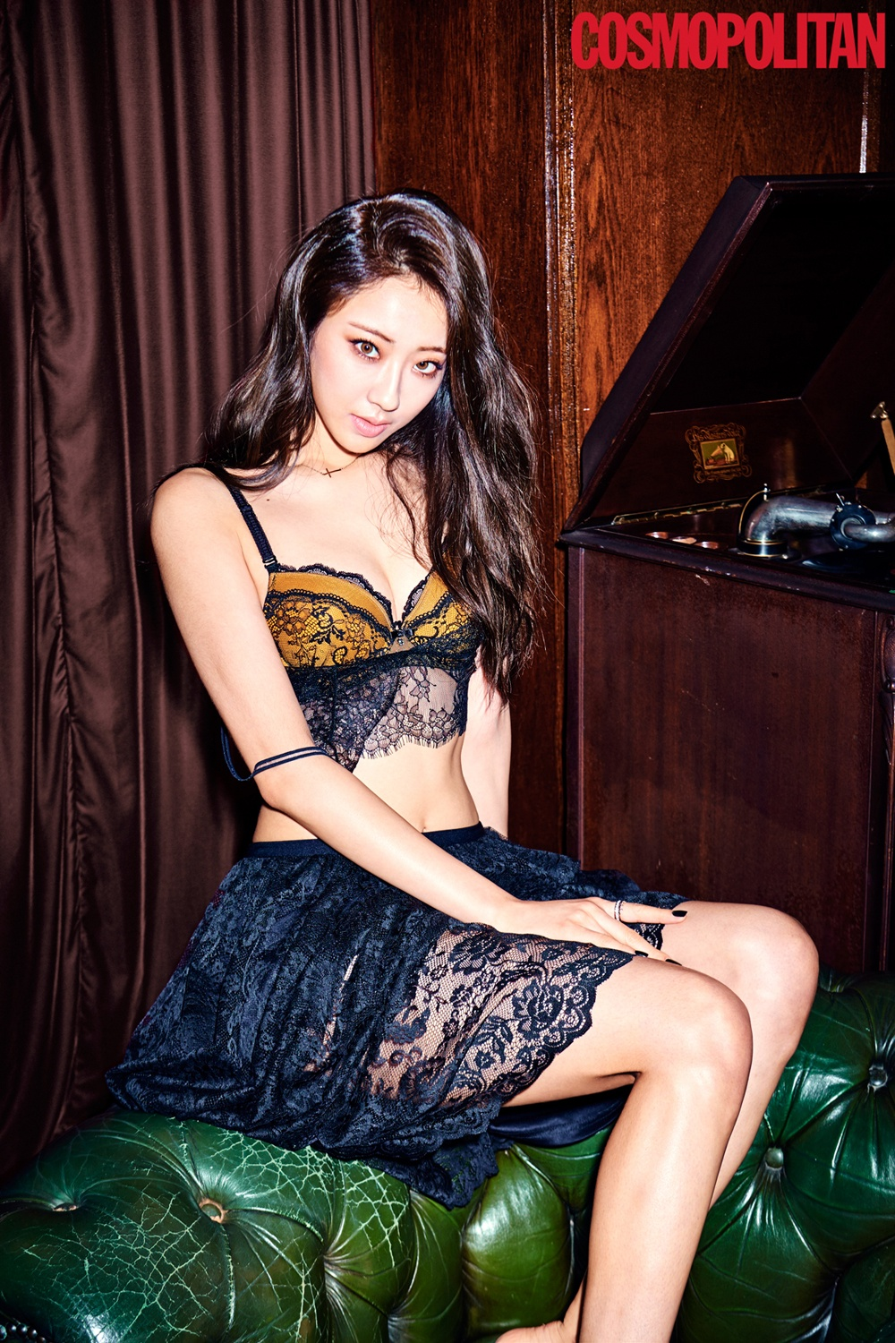 Kyungri on November's issue of COSMOPOLITAN.