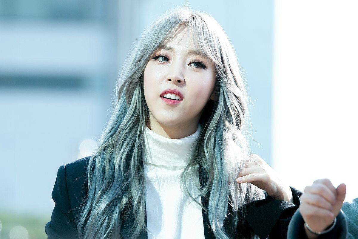 These Photos Of Moonbyul S Silver Hair Will Take Your