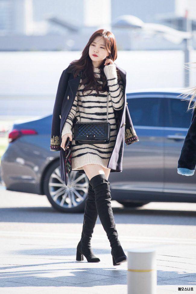 An off-the-shoulder coat is part of Naeun's signature look!