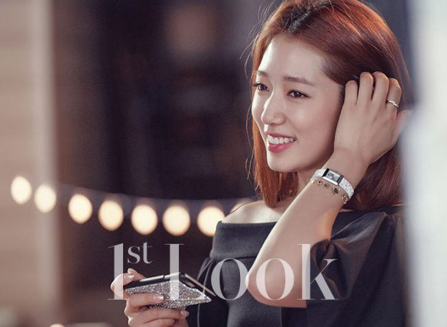 Park Shin Hye with cell phone