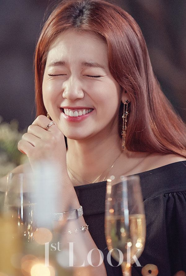 Park Shin Hye all is all smiles!