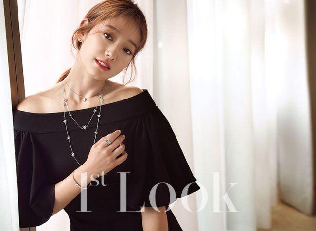 Park Shin Hye in AQ/AQ