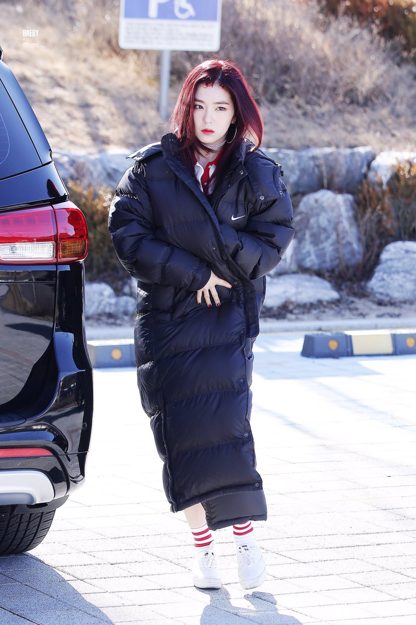 Red Velvet Irene Spotted In Public With New Blood Red Hairstyle