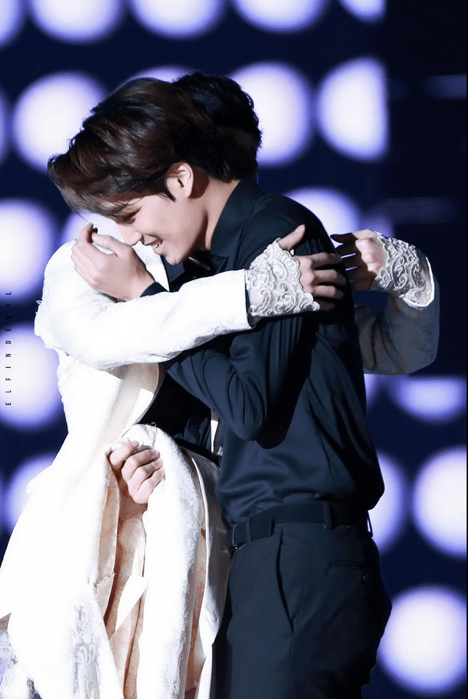 Video of Kai crying, and Lay hugging him is going viral