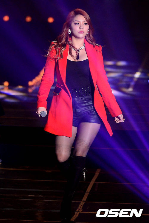 "Ailee used to get a lot of negative comments for her ""curvy"" figure."