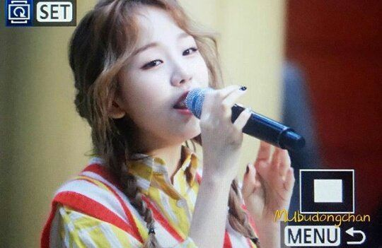 "Baek A Yeon performing her hit song ""Shouldn't Have"" at the mini-concert."