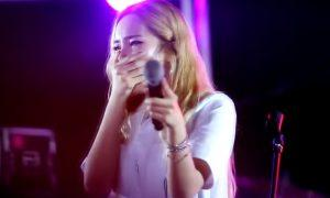 Heize Crying at Concert
