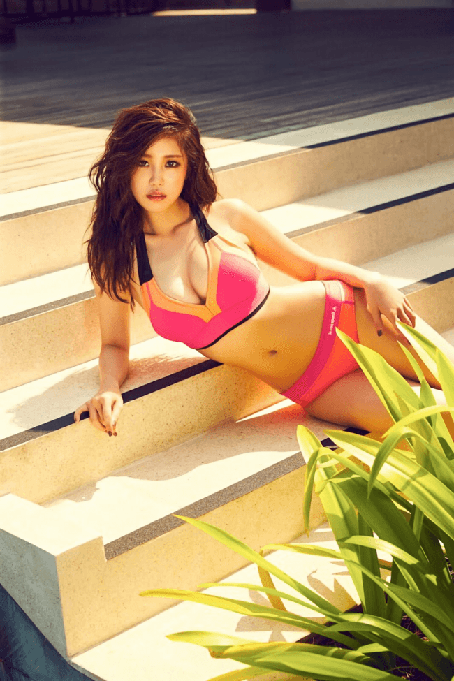 hyosung modeling on steps