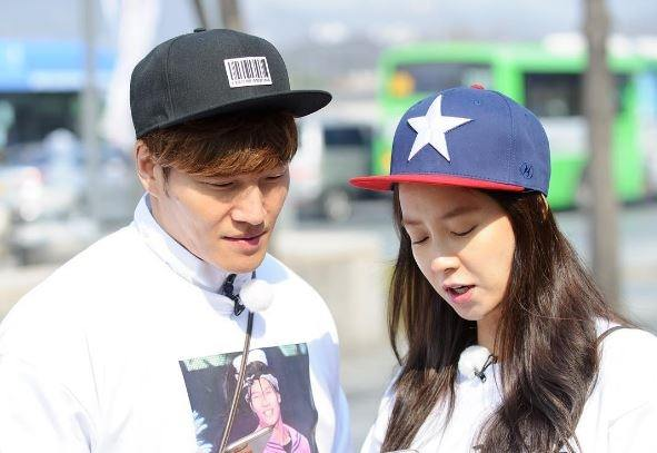 Kim Jong Kook and Song Ji Hyo speculated to leave