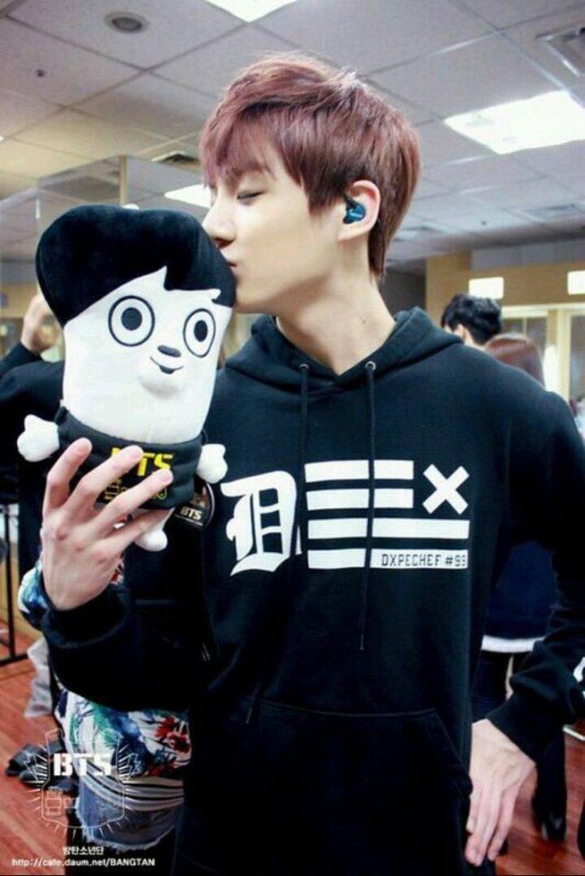 Jungkook kissing his own plushie