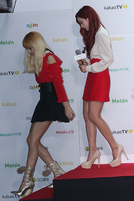 Heels accentuate her leg muscles at the Melon Music Awards.