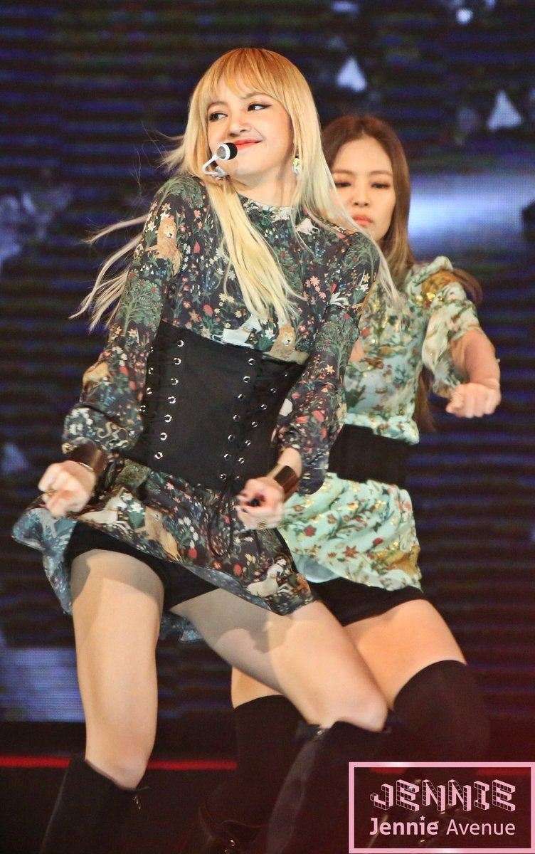 Lisa performing at the Asia Artists Awards.