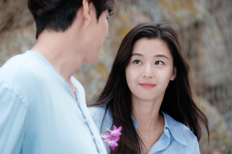 She looks exactly the same 15 years later in The Legend of the Blue Sea