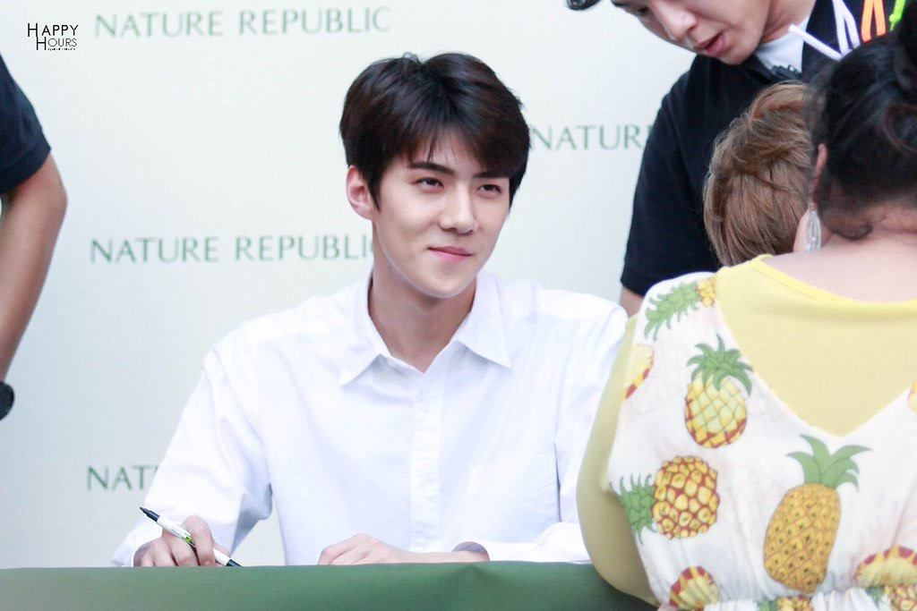 Sehun smiled affectionately at the fan.