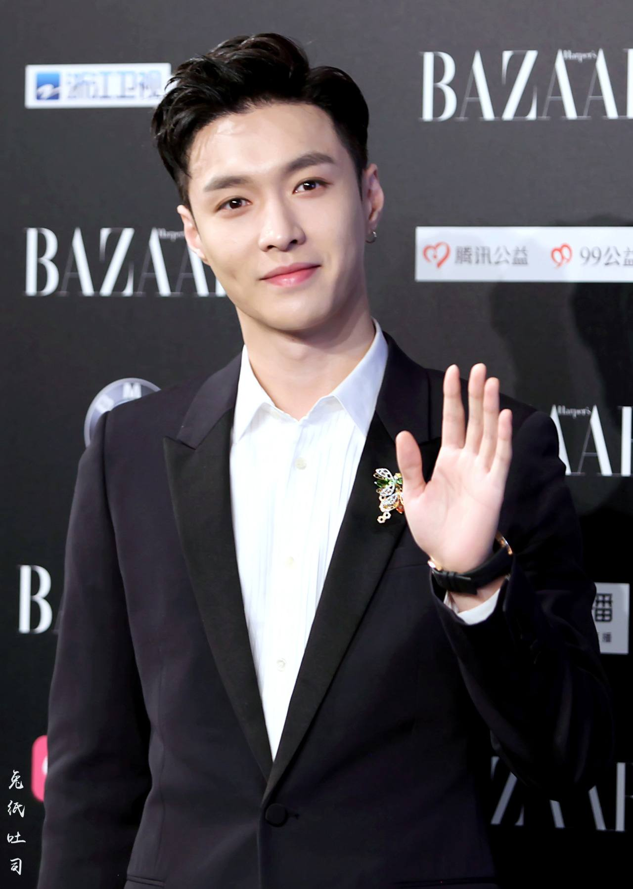 EXO's Lay smiled at fans as he posed for a picture at Harper Bazaar Event.