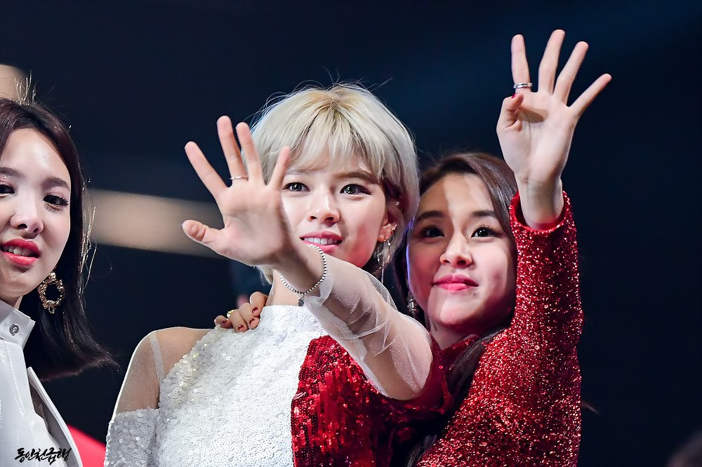 Chaeyoung and Jeongyeon could be a candy cane couple.
